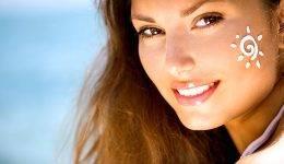 Genijalen trik, kako nanesti kremo z zaščitnim faktorjem na naličen obraz