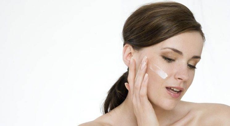 Zakaj bi morala vlažilno kremo nanesti 3 sekunde po čiščenju obraza