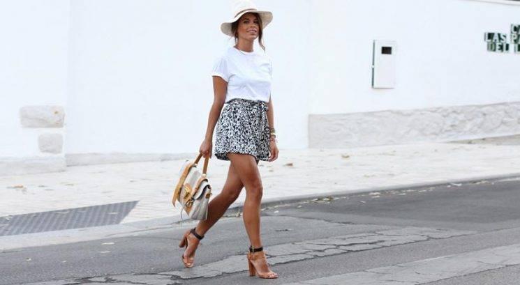 Modni nasvet: 8 načinov, kako klasično belo majico narediti stajliš