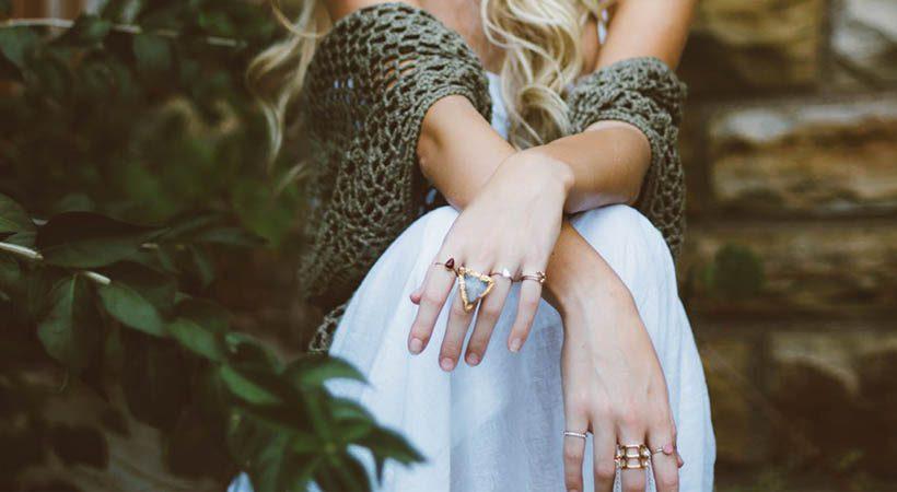 Modni nasvet: Kako na stajliš način nositi več prstanov skupaj