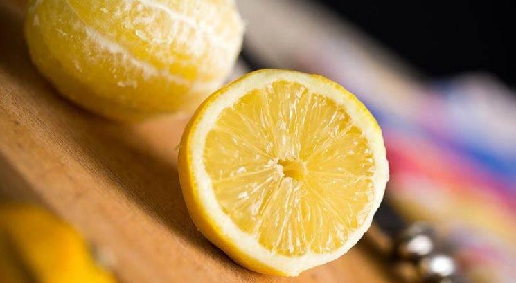 Tudi ti že ves čas narobe ožemaš limono?