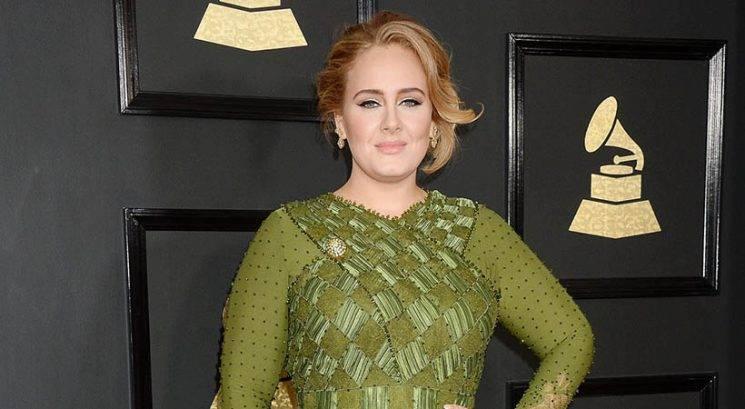 Vizažist pevke Adele razkril revolucionaren trik s korektorjem