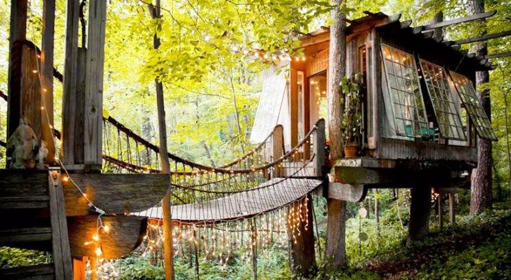 Ta hišica na drevesu je najbolj popularna ponudba na Airbnb-ju