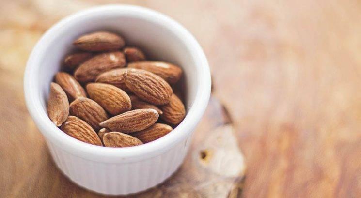 Več kot dober razlog, zakaj bi morala na dan pojesti polno pest mandljev