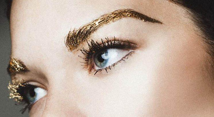 Nov makeup trend: Kovinske obrvi