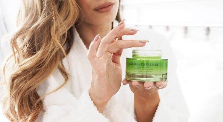 Pozor! Ta sestavina v kozmetičnih izdelkih pospešuje staranje kože
