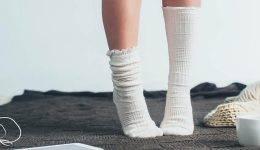 S tem novim načinom zlaganja nogavic prihraniš ogromno prostora!