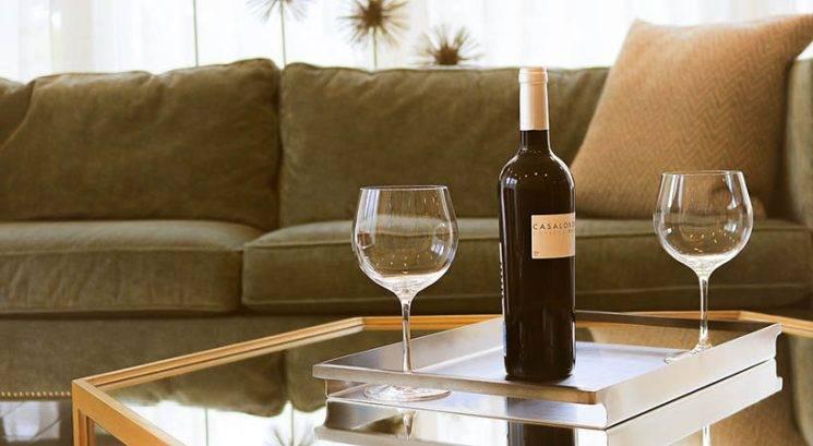Genijalno! Kako lahko odpreš steklenico vina s pomočjo čevlja