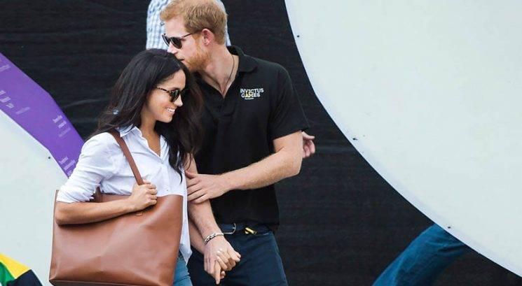 Zakaj se princ Harry v javnosti lahko drži za roke, princ William pa ne