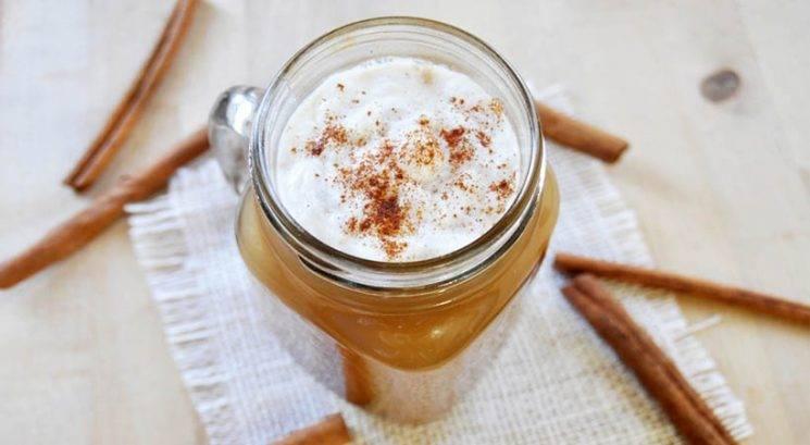 Jesenski okusi: Zdrav in veganski pumpkin spice latte