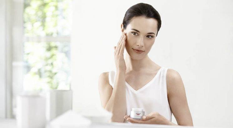 Salicilna kislina: Kaj je in ali bi jo morala uporabljati tudi ti