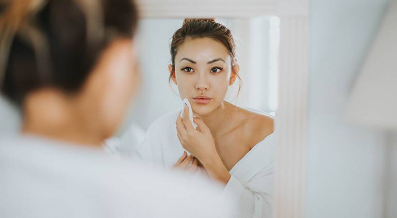 Zakaj moraš vedno poskrbeti za POPOLNO odstranitev ličil