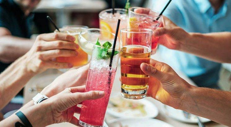 7 alkoholnih pijač, razvrščenih od slabe do najslabše za tvojo kožo