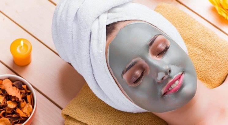 Lepotni DIY: Pomirjujoča glinena maska iz 3 sestavin (ideja za darilo!)