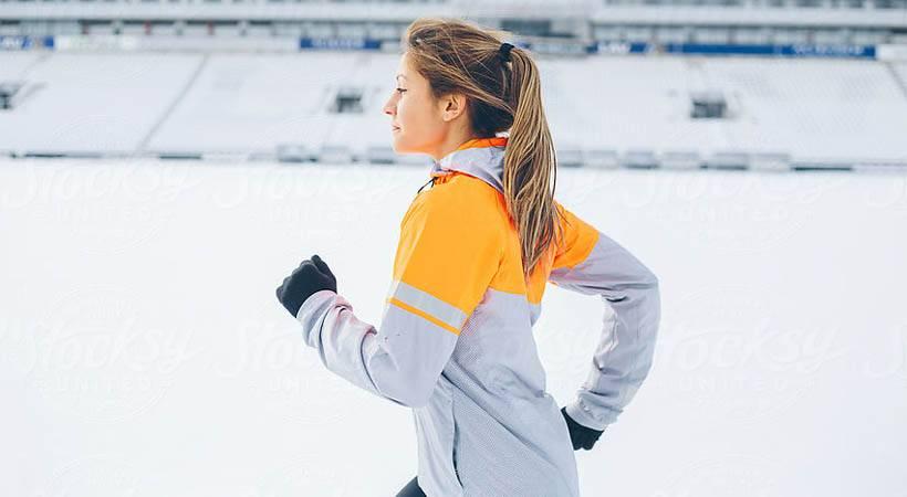Kako ti lahko telovadba pozimi pomaga pokuriti več kalorij