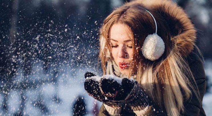 Najhujše zimske napake, s katerimi izsušuješ svojo kožo