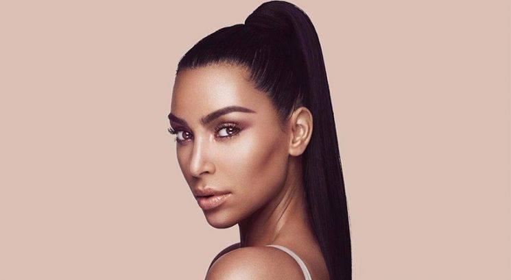 Je Kim Kardashian s TO fotografijo želela razkriti ime hčerke?