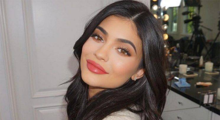 Noseča Kylie Jenner v reklami za spodnje perilo Calvin Klein