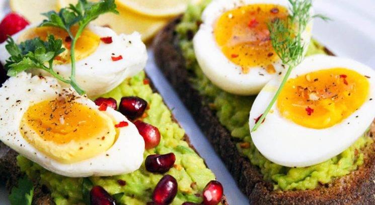 Razmišljaš o ketogenski dieti? Vse to moraš vedeti…