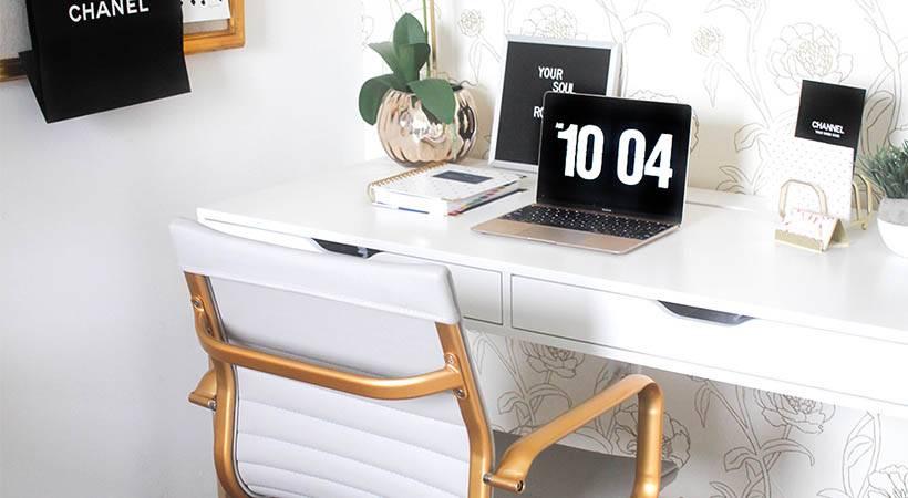 4 vaje, ki jih lahko (in bi jih morala) delati v sede za mizo