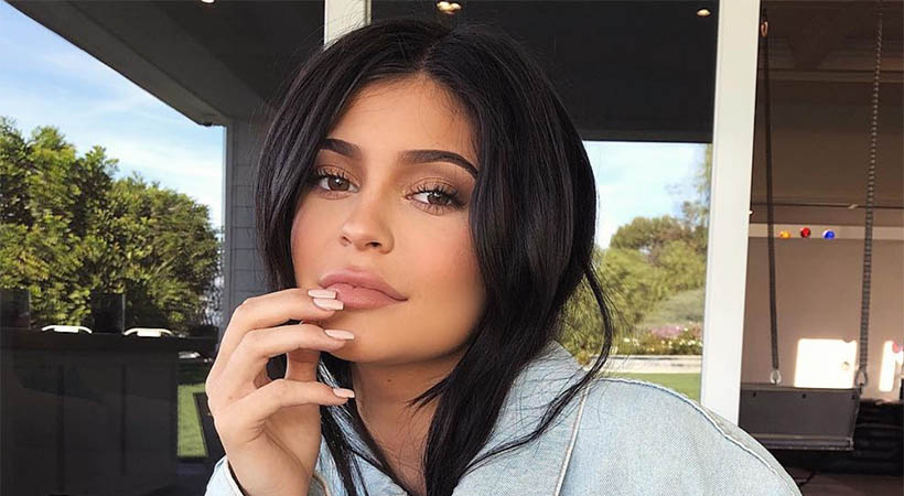 VIDEO: Kylie Jenner postala mamica! In objavila zelo čustven video…