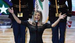 Američani razdeljeni: Je Fergie nacionalno himno zapela preveč zapeljivo?