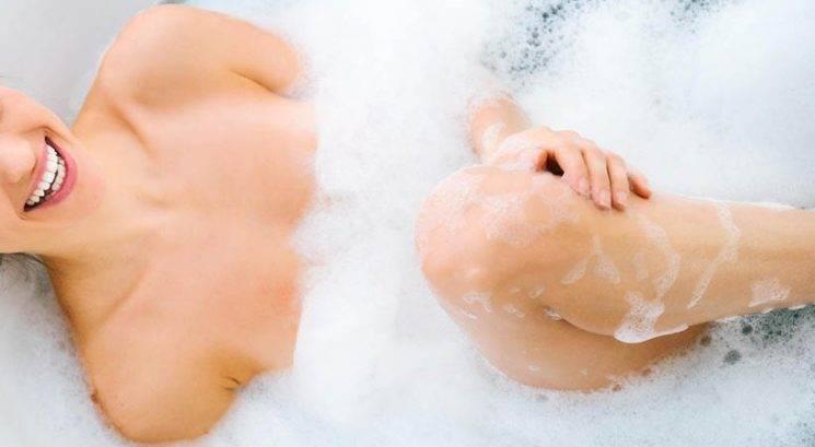 7 razlogov, zakaj bi si morala ta trenutek narediti vročo kopel