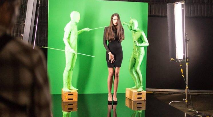 """Nori reklamni triki: Kako na modelih ustvarijo """"popolne"""" lase"""