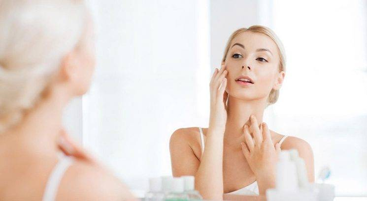 Poceni trik, s katerim najlažje odstraniš suhe luske na obrazu