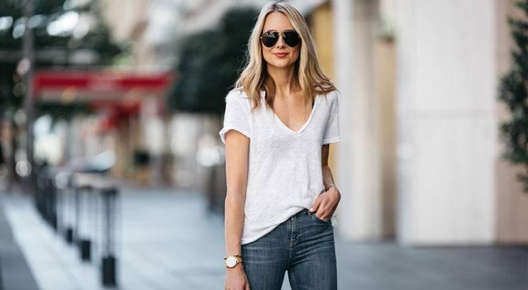 Bela majica: Za stajliš videz zvezdniški stilisti prisegajo na TA modni trik