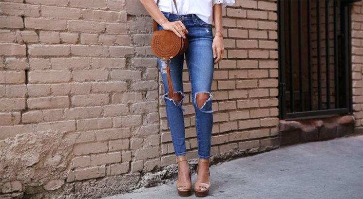 Bizarni jeans trend, ki je pravzaprav zelo seksi