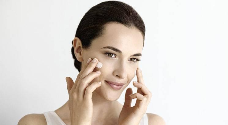 TOP 5 mitov o kremah za obraz, ki jim moraš nehati verjeti
