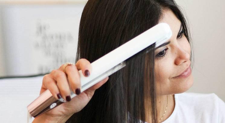 TO je idealna temperatura za oblikovanje las z vročim oblikovalcem