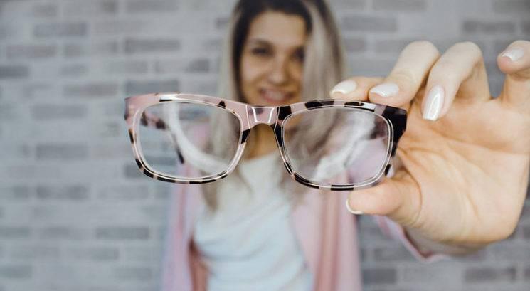 TA stereotip o ljudeh, ki nosijo očala, je dejansko resničen!