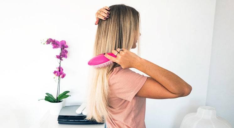 TAKŠEN je pravilen način česanja las, če želiš imeti zdrave