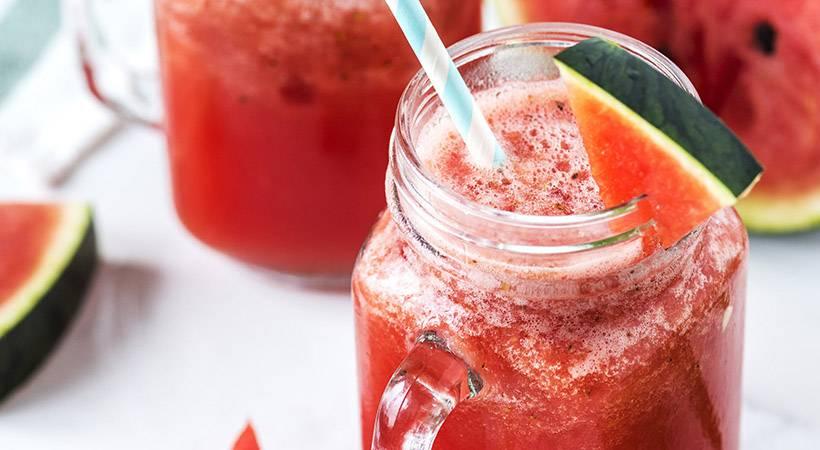 Genijalen trik: Kako najlažje narediš sok iz lubenice