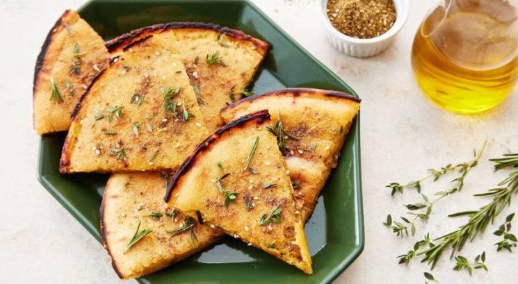 Brezglutenski recept: Ploščati kruh  iz čičerike ali 'socca'