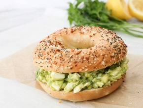 Recept: Zdrav sendvič z avokadovo-jajčno solato