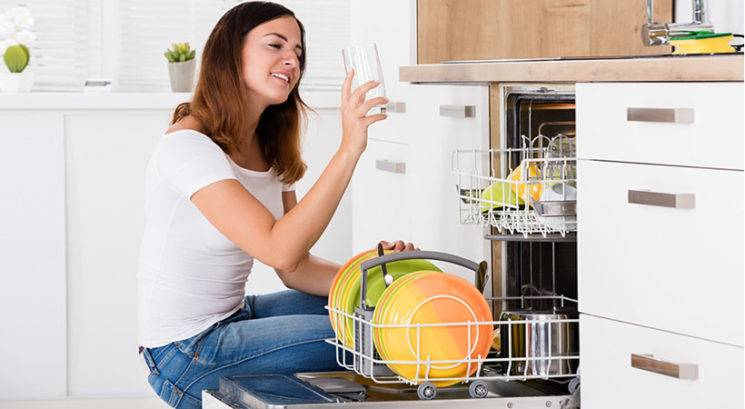 10 stvari, ki jih NIKOLI ne peri v pomivalnem stroju
