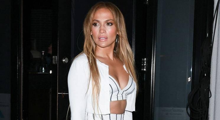 Jennifer Lopez 49. rojstni dan praznovala v miniaturnem bikiniju!