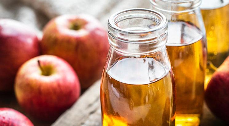 Ali lahko jabolčni kis vpliva na tvoj menstrualni cikel?