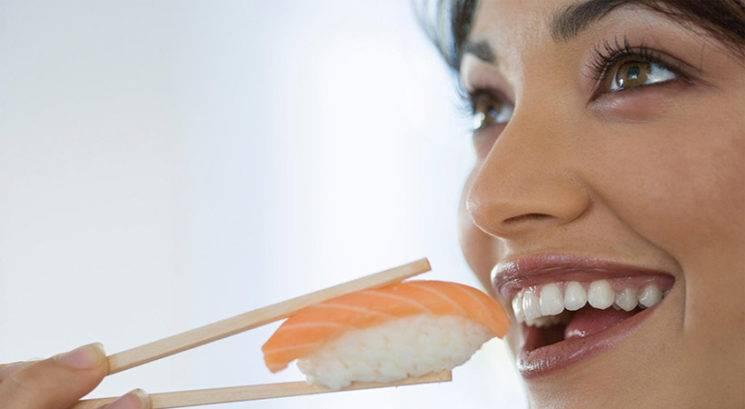 Zdravje zob: Izogibati se moraš tudi TEH živil