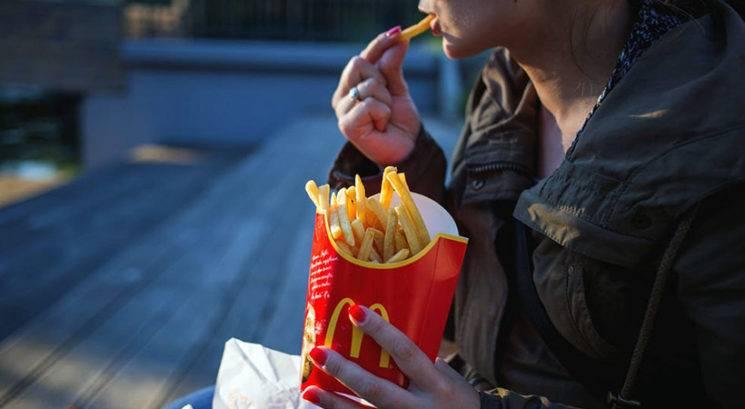 Psihološki razlog, zakaj ima večina restavracij s hitro hrano rumene logotipe