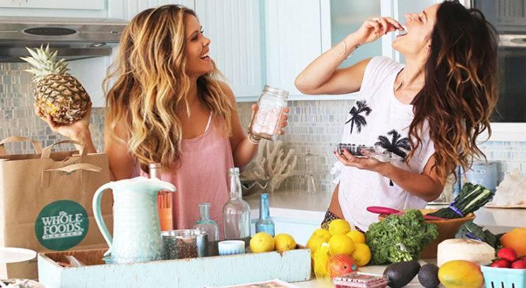 12 živil, ki bi jih morala kupovati organska (in 12, ki ti jih ni treba)