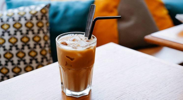 V (ledeni) kavi se izogibaj TEJ sestavini, ker povzroča mozolje