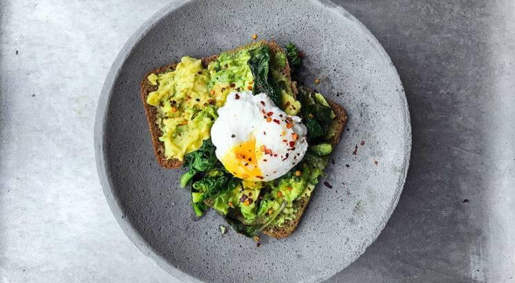 Enostavna formula, ki poskrbi, da te zajtrk nasiti do kosila