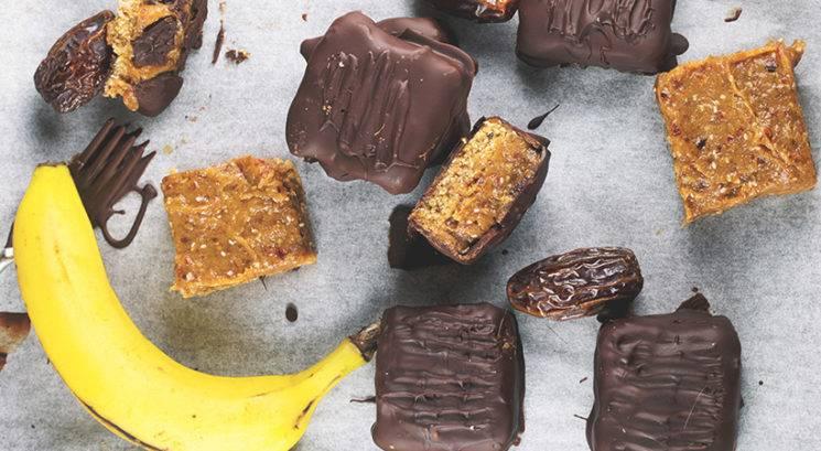 Zdravo sladkanje: Presni Twix z datljevo-bananino karamelo