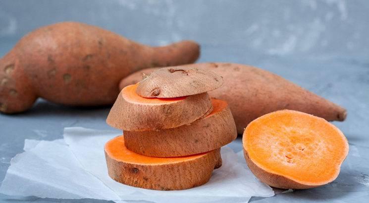 Ti lahko sladek krompir pomaga do bolj vitke postave?