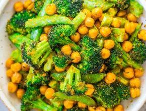 Veganski recept: Pražena čičerika z brokolijem