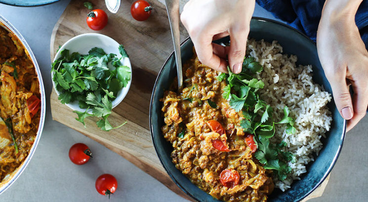 Recept: Lečin curry s prepraženo cvetačo
